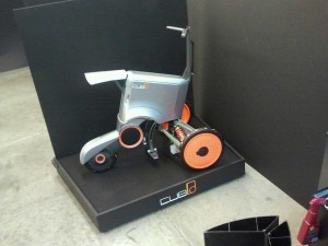 O triciclo é portátil e elétrico