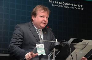 Prof. Paulo Kaminski, do CEA, foi o mediador